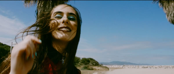 YOU GOTTA BE COOL, nuevo video de La Habitación Roja en MUSICA.  Chicas Rockeras!