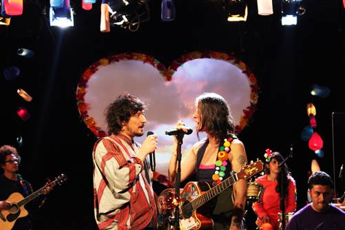 ATERCIOPELADOS presentan 'MALIGNO' Feat. LEÓN LARREGUI en MUSICA.  Chicas Rockeras!