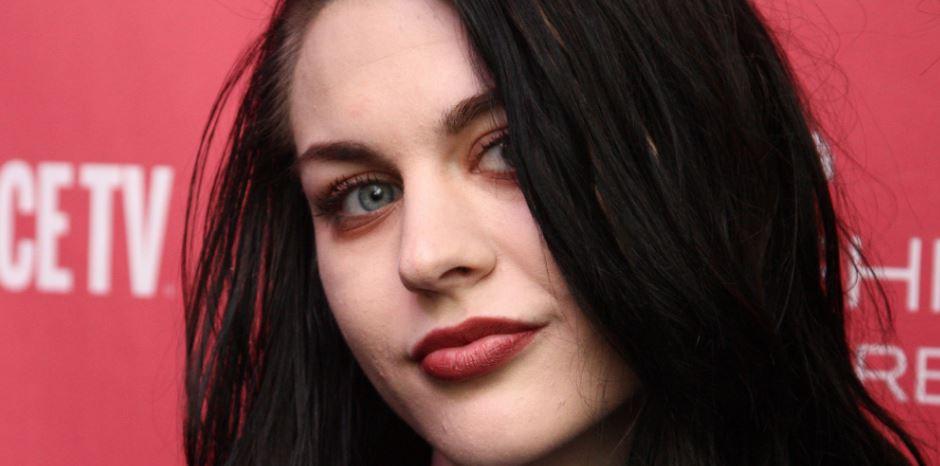 La hija de Kurt Cobain muestra su talento en redes sociales.