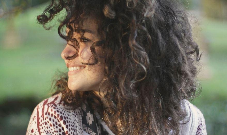 Problemas del cabello rizado resueltos en MODA Y BELLEZA.  Chicas Rockeras!
