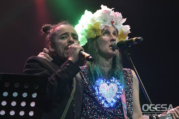 ATERCIOPELADOS conquista México y continúa con su gira 'RELUCIENTE, RECHINANTE & ATERCIOPELADO TOUR.' en NOTICIA.  Chicas Rockeras!