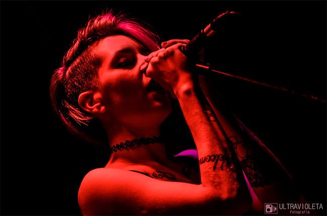 PAULA AZIMONTI, vocalista de HOT PANTS desde Argentina
