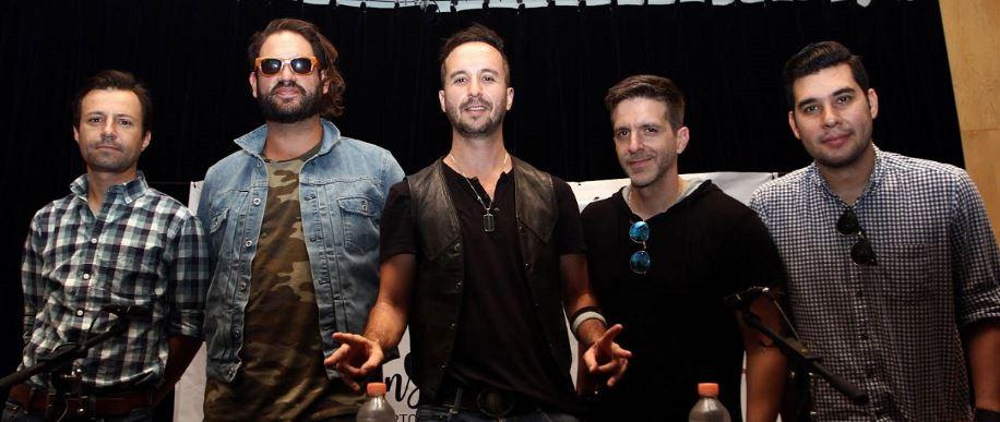 Los Claxons estrenan ME MUERO CONTIGO, anuncian concierto en Pepsi Center y gira por España en MUSICA.  Chicas Rockeras!
