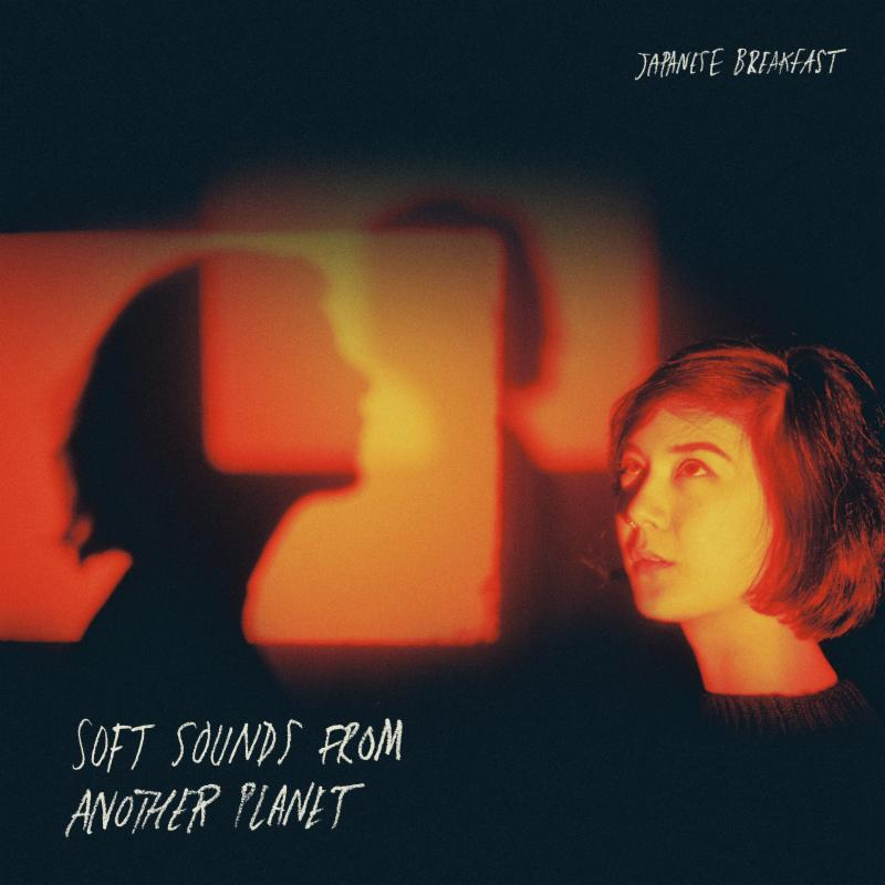 JAPANESE BREAKFAST presenta SOFT SOUNDS FROM ANOTHER PLANET en MUSICA.  Chicas Rockeras!
