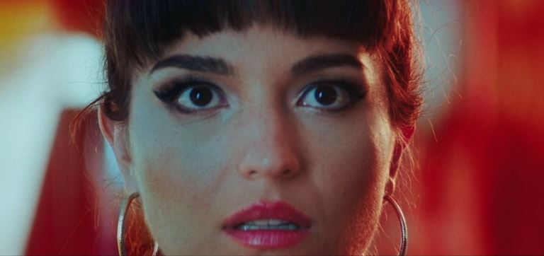 BOMBA ESTÉREO anuncia gira mundial y nuevo video 'DUELE' en MUSICA.  Chicas Rockeras!