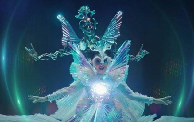 El impresionante vestido del nuevo video de Björk en MODA Y BELLEZA.  Chicas Rockeras!