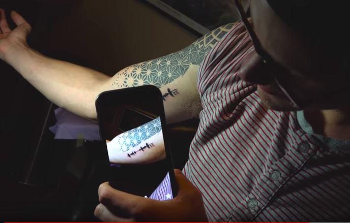 Ahora tus tatuajes podrán reproducir sonidos en MODA Y BELLEZA.  Chicas Rockeras!