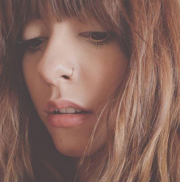 ALE AGUIRRE presenta 'Distancia' en MUSICA.  Chicas Rockeras!