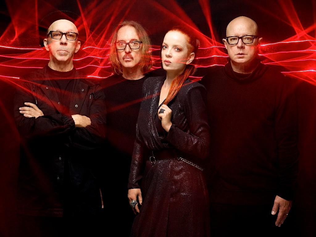 GARBAGE presenta edición de XX aniversario de Versión 2.0 en MUSICA.  Chicas Rockeras!