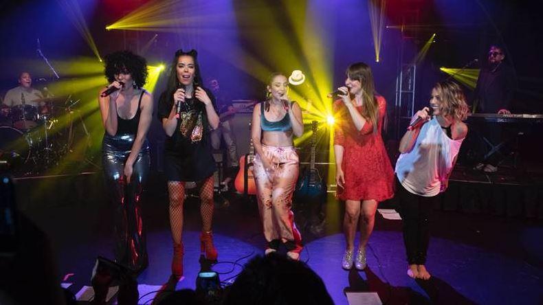 LA NOCHE QUE SONÓ  A DIVA VOZ en RESEÑA.  Chicas Rockeras!