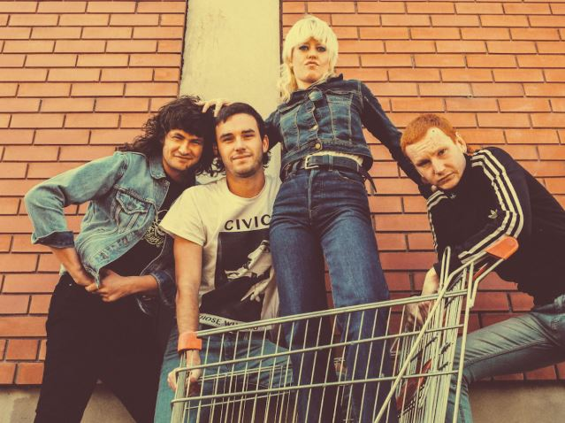 AMYL AND THE SNIFFERS, Conoce su propuesta.
