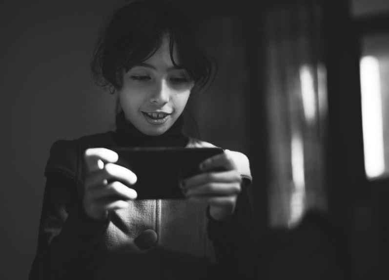 ¿Merece la pena instalar un programa espía en el celular de tus hijos? en TECNOLOGIA.  Chicas Rockeras!