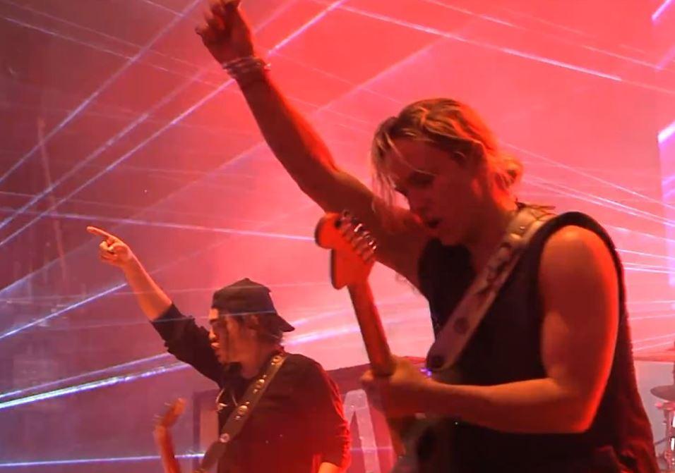 AIRBAG en concierto y su postura ante el feminismo y la despenalización del aborto en MUSICA.  Chicas Rockeras!
