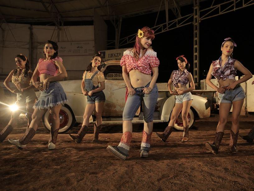 MARIA BARRACUDA ELEGIDA PARA LA NUEVA CAMPAÑA PUBLICITARIA DE 7UP en MUSICA.  Chicas Rockeras!