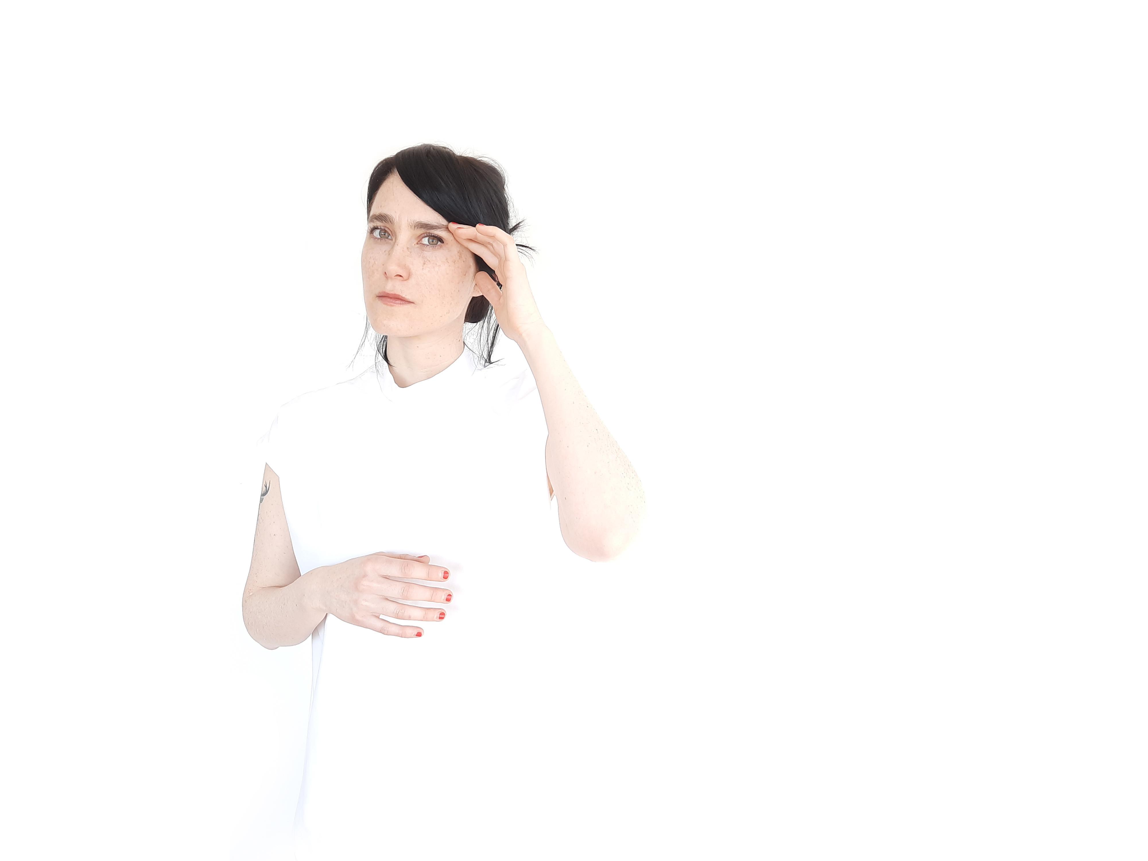 Agustina Bécares presenta Oscuridad