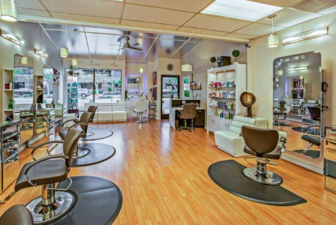 Important Things You Need in Beauty Salon Supply en MODA Y BELLEZA.  Chicas Rockeras!