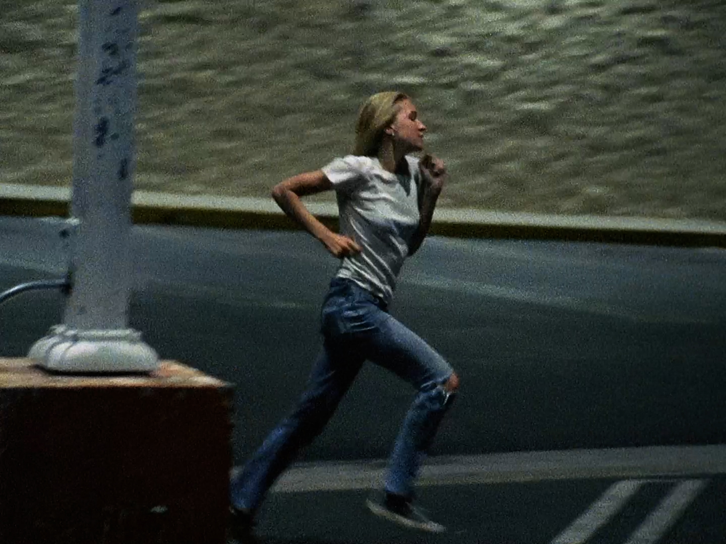 KIM GORDON lanza nuevo video para 'HUNGRY BABY'
