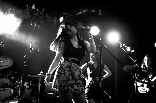 'Pudimos ser' de Karol Tapia en las pantallas del metro de la CDMX en MUSICA.  Chicas Rockeras!