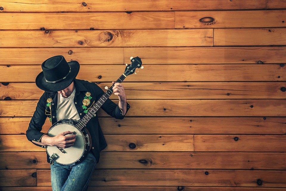 Explora cómo la música ha influenciado nuestras vidas y a toda la industria del entretenimiento en ENTRETENIMIENTO.  Chicas Rockeras!